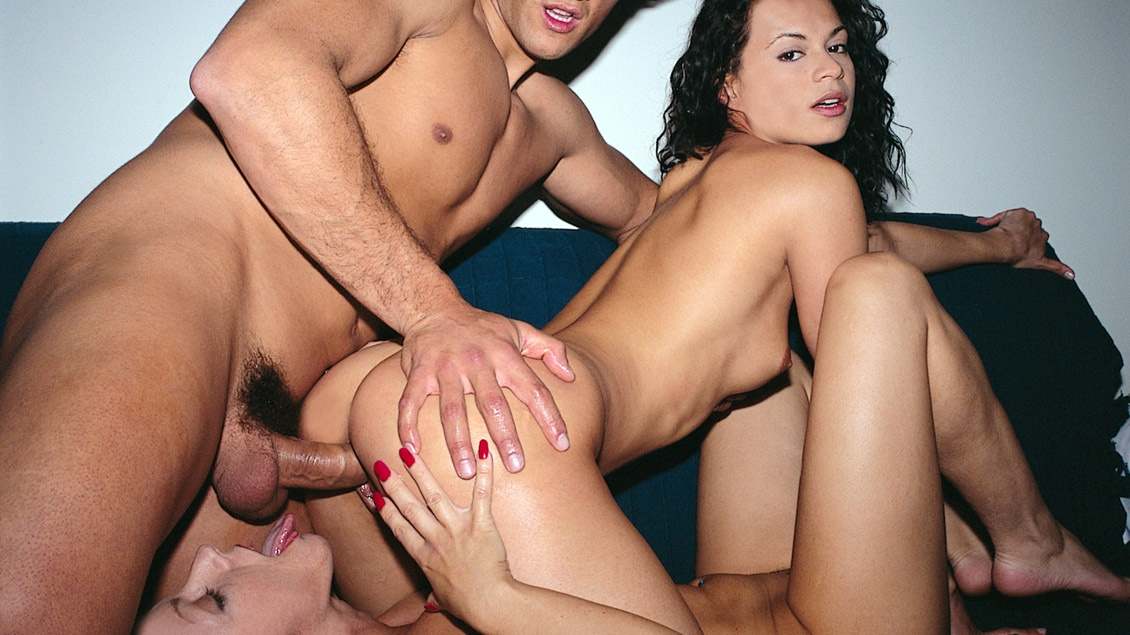 Bibian and Fabiola Share a Cock and Some Cum in This Threesome