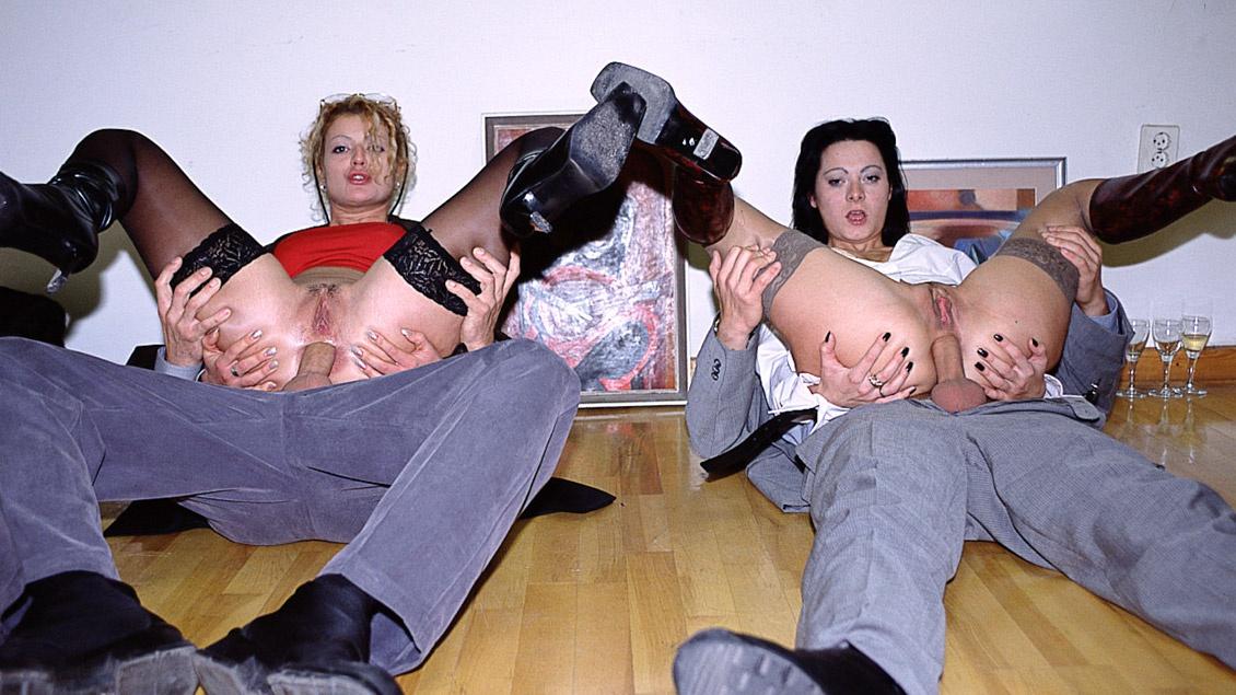 Mimi y Sandra en la sala del museo cuatro rabos para un gangbang son su mayor trofeo