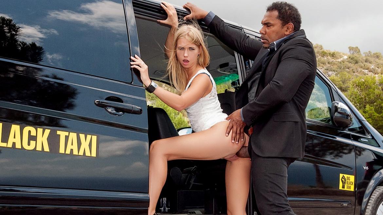Violette se fait baiser dans le big black taxi