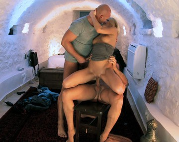 Private HD porn video: A Miky Gold en la cueva, un trío con anal, DP y facial la dejan como nueva