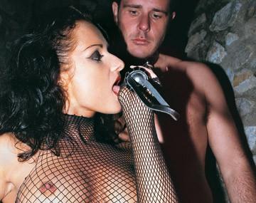 Private  porn video: Luisa De Marco jugando con su sumiso y su vibrador