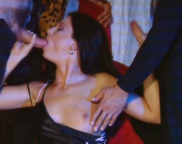 Private  porn video: Jessica Fiorentino start met een hand- en blowjob en eindigt met een DP