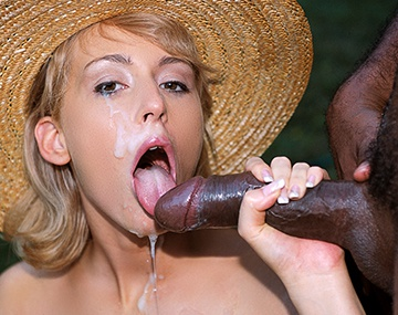 Private  porn video: Betty Love wird im Garten hart anal gefickt