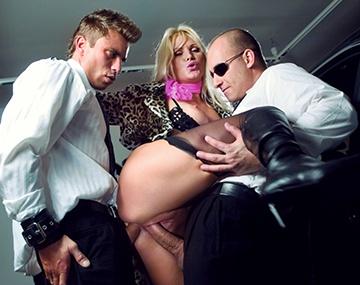 Private  porn video: Le fétichisme et les DP s'invitent dans la voiture de Kathy