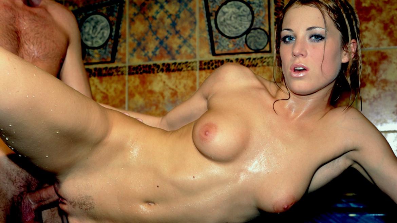 Lynn Stone se fait baiser dans le spa