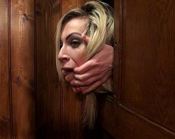 Private HD porn video: Chessie Kay, une cougar blonde prête à se faire con-fesser !