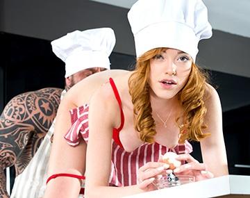Private HD porn video: Anny Aurora exprime al cocinero para que aliñe su ensalada