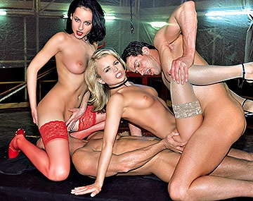 Private  porn video: Super Stars Dora Venter & Michelle Wild haben heißen Gruppensex