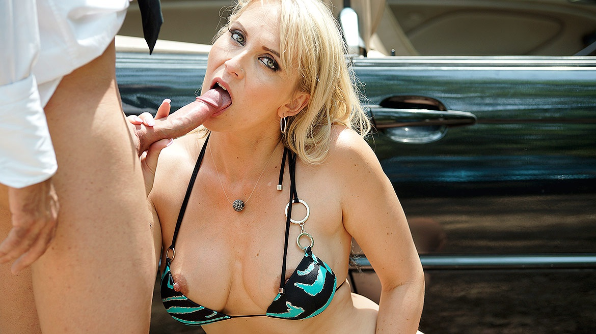 Milf Julia Pink Takes an Anal Creampie in the Forest
