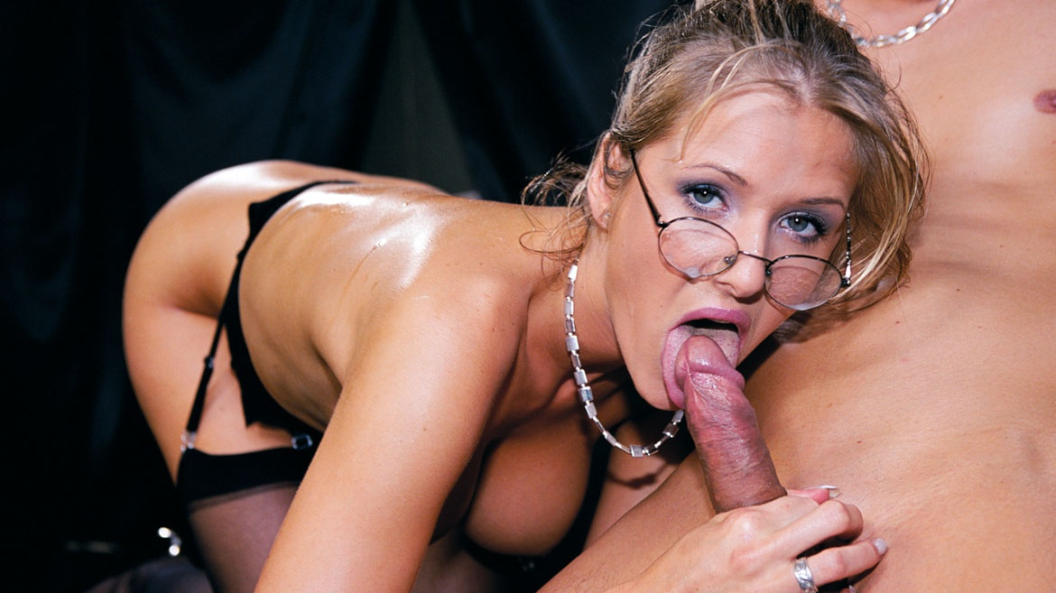 Secretary Jane Darling Enjoys Hardcore Anal