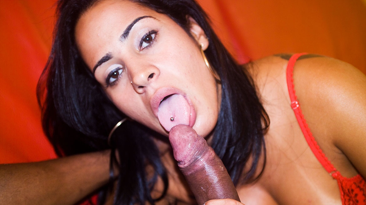 Joice Eats a Huge Black Cock