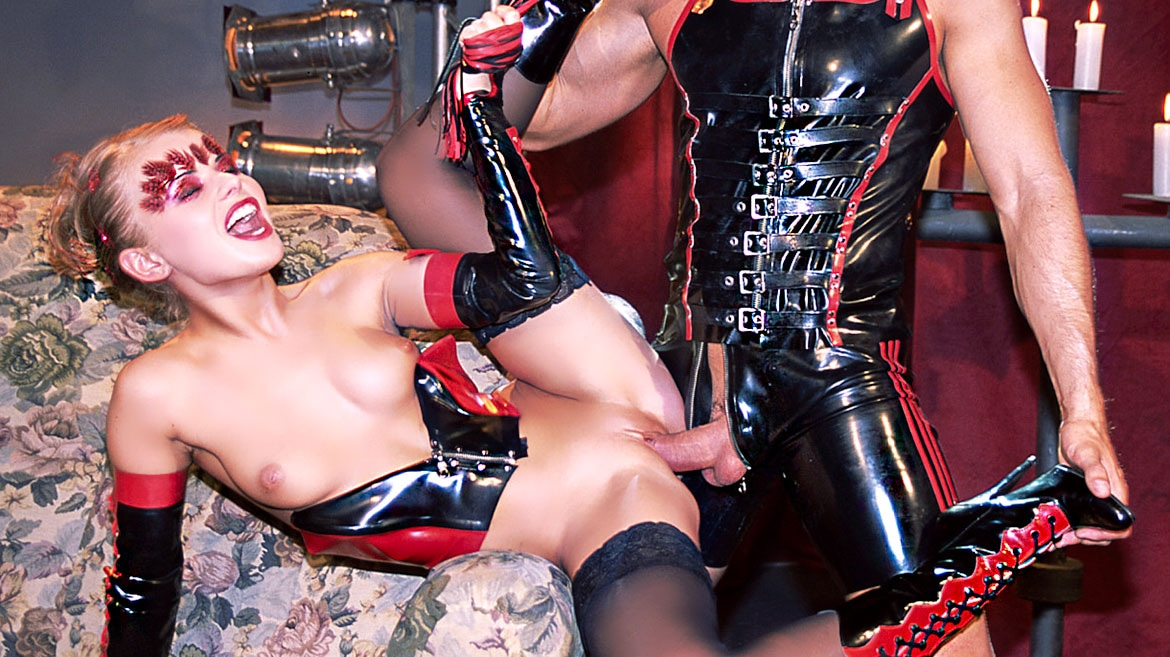 Dora Venter and Patricia Diamond in an Old School Fetish Orgy with DP