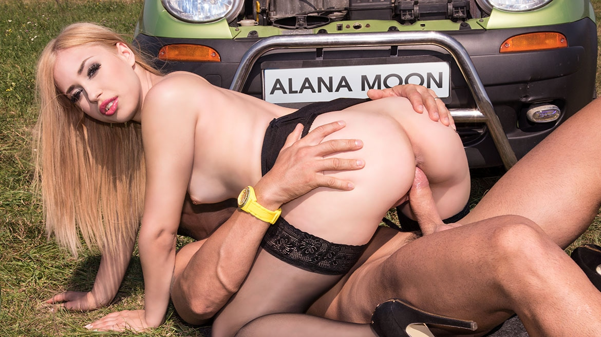 Hot Hitchhiker Alana Moon Gets a Creampie