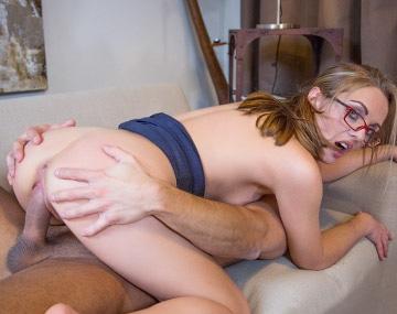 Private HD porn video: Dominia Phoenix squirtet im Debüt mit Private