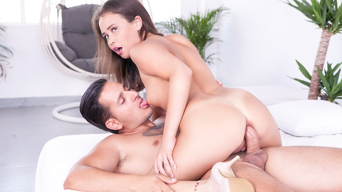 Jenny Ferri masturbates and her anal dreams cum true