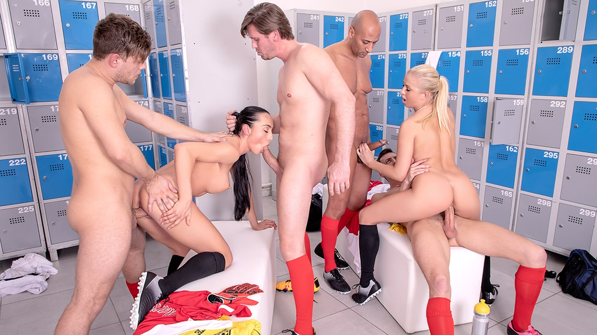 Ana Rose and Cayla Lions in locker room orgy