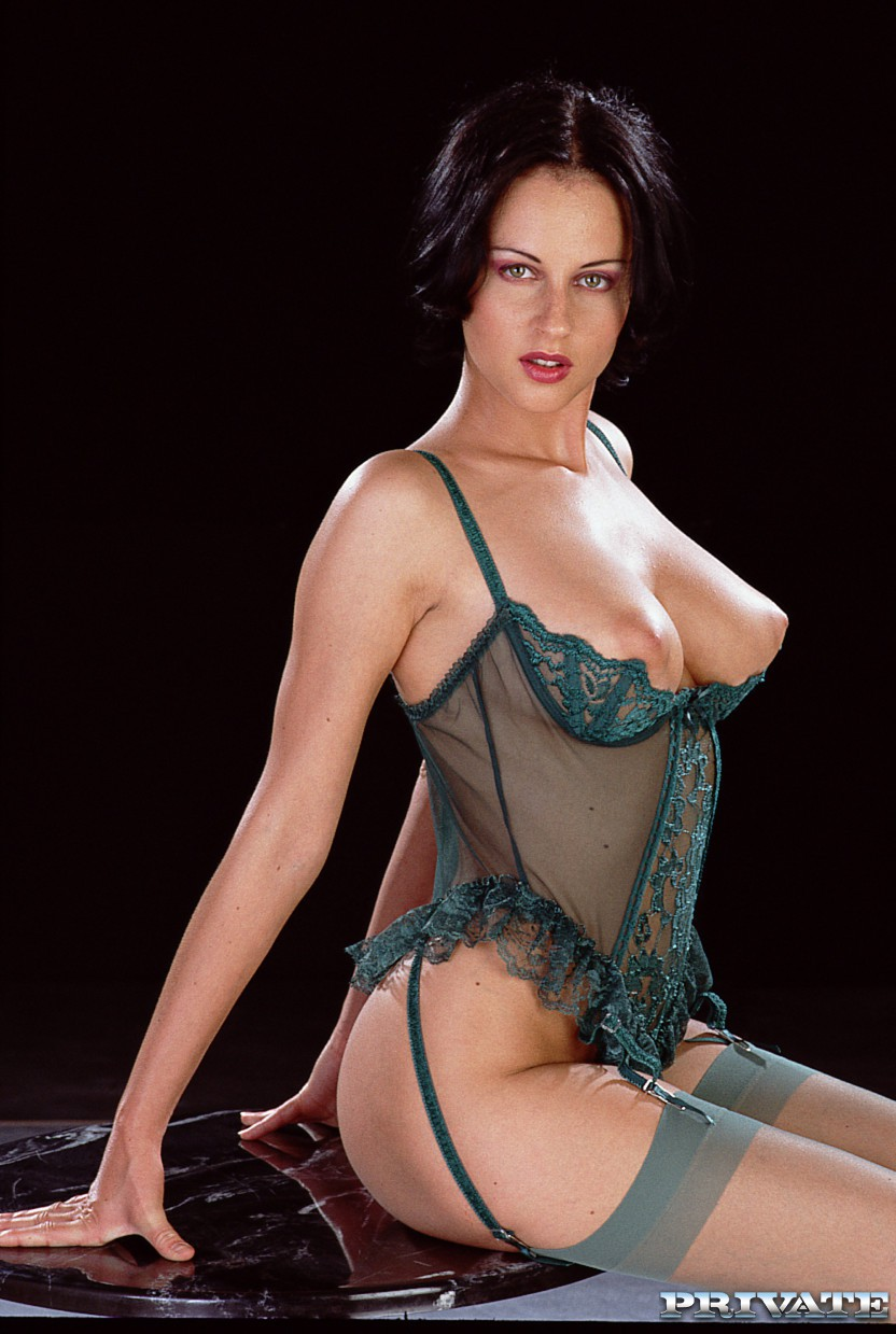 Michelle Wild - Model page - PICTURE galleries - VIDEOS  galleries