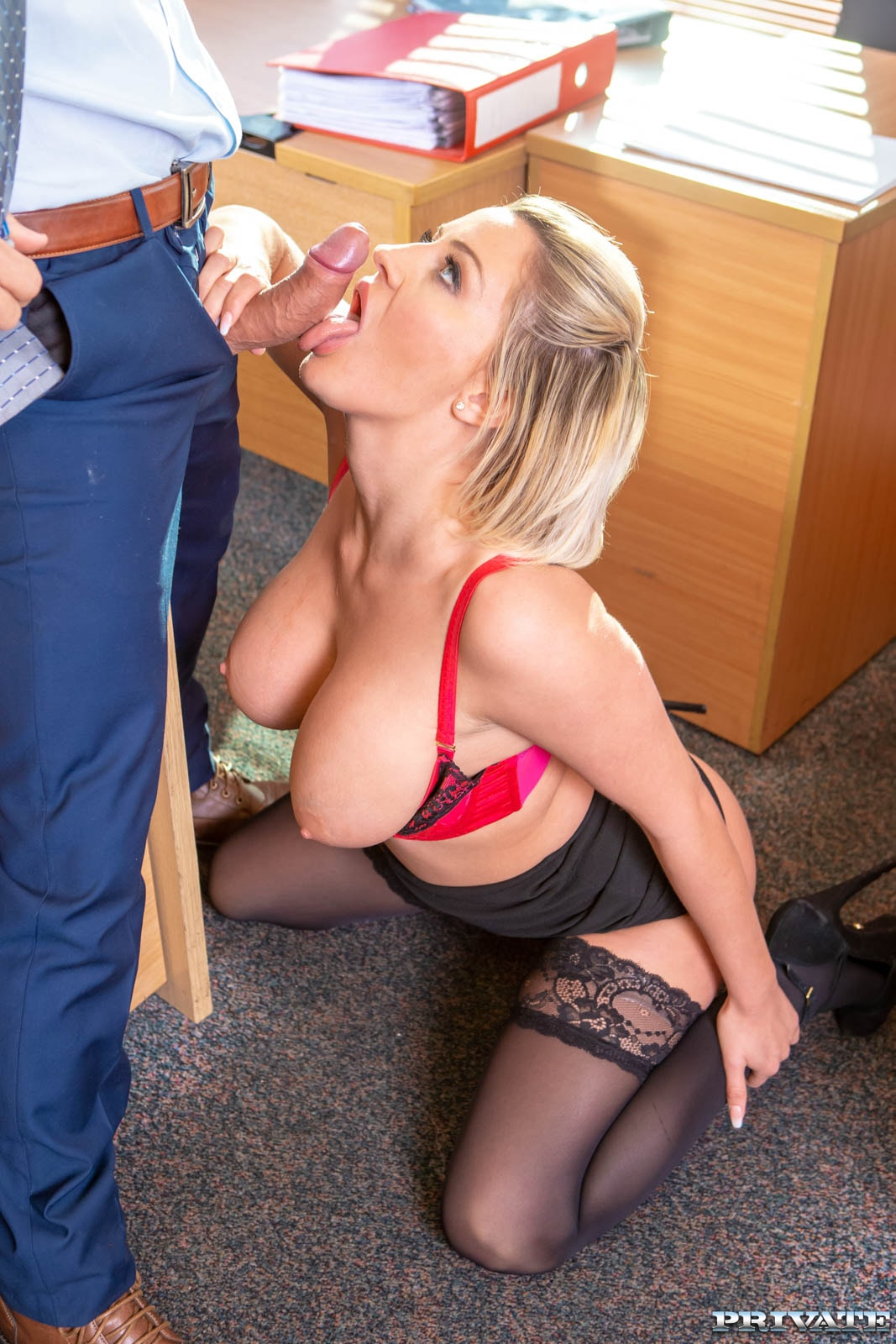 уже жалеть грудастая секретарша соблазнила шефа лесбиянки трахаются прислугой